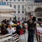 Stemningsfoto fra Markuspladsen i Venedig